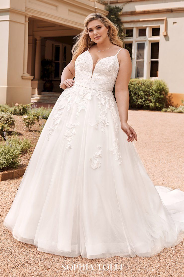 Lace And Tulle Wedding Dress Sophia Tolli Wedding Dresses Floral Lace Wedding Dress Wedding Dresses [ 1110 x 740 Pixel ]