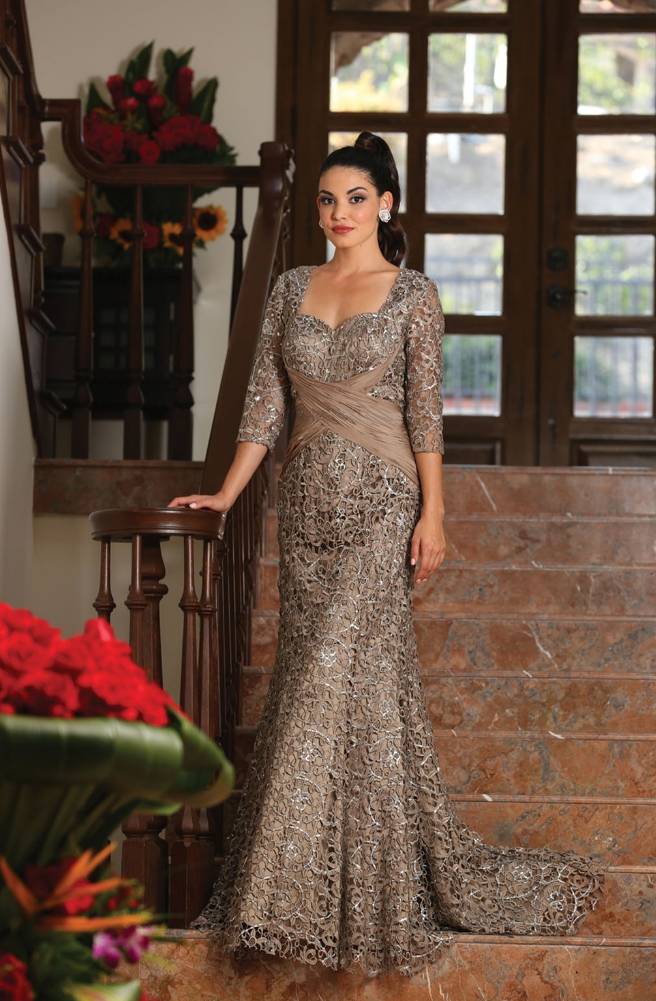 1356e3bd56f This shimmery elegant mother of the bride dress comes with 3 4 sleeve