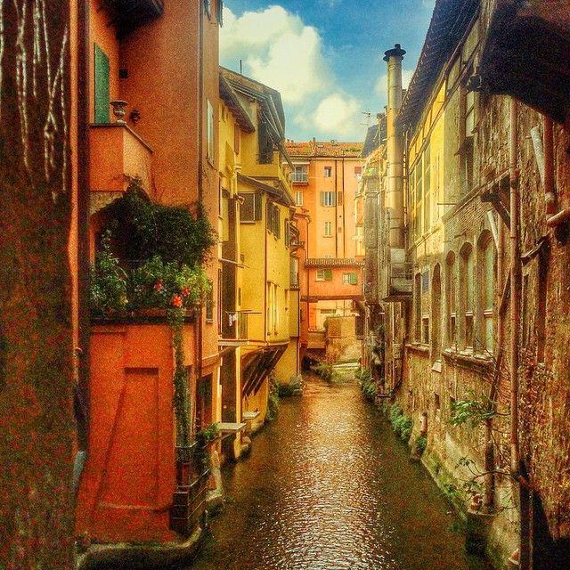 La piccola venezia di bologna la finestra di via piella sul canale di reno instagram by - Bologna finestra sul canale ...