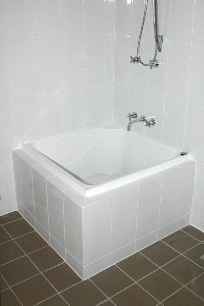 Showers and tubs for tiny homes small bathroom for Bathroom designs brisbane