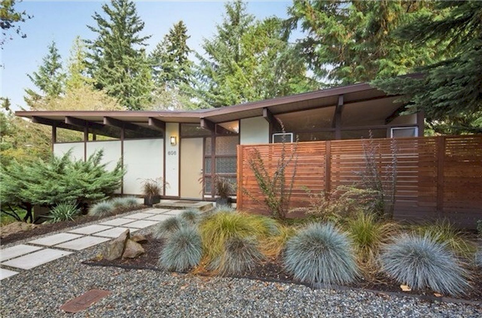 9 Simple Clean Modern Front Yard Landscaping Ideas - Homevialand