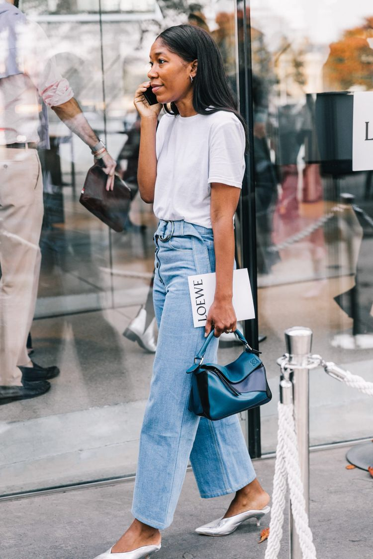 f28248b5fafd86 White shirt, blue jeans (bonus: silver shoes) | The Dress Code ...