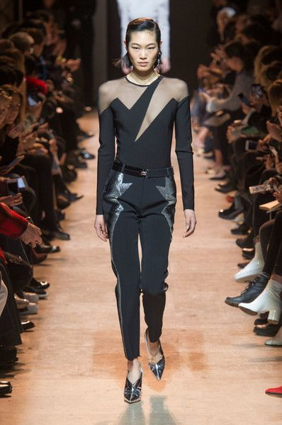 3ddd872c77e Thierry Mugler s Lightning Mesh -  80s Trends Making a Comeback on the  Runway - Photos