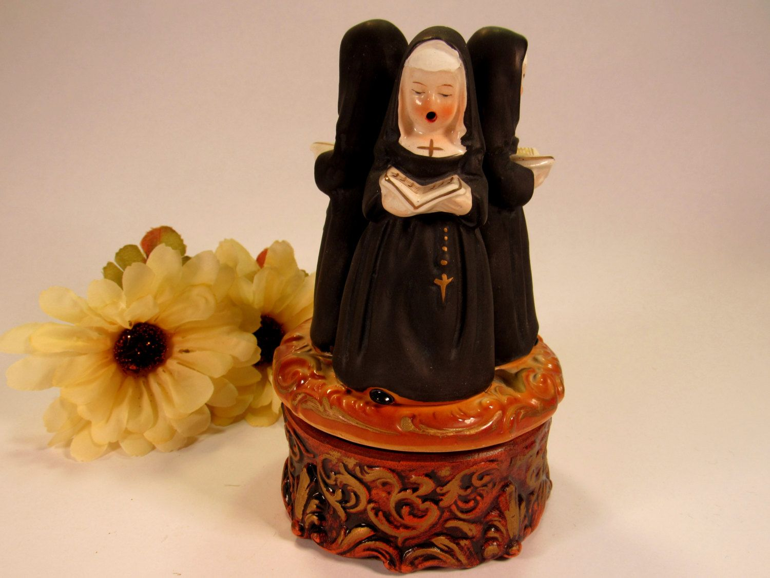 Vintage Price Rotating Music Box with 3 Nuns  Singing with On Off Lever. The…