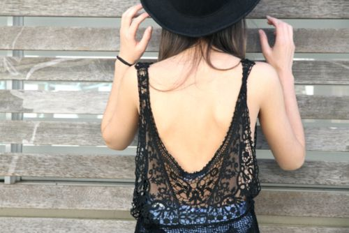 How to Wear Backless Tops