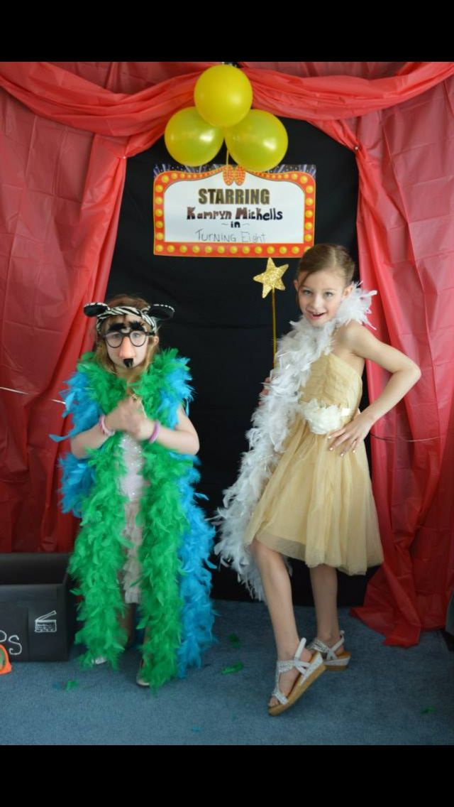 Photo Backdrop Idea Design For Your Kid Hollywood Party A