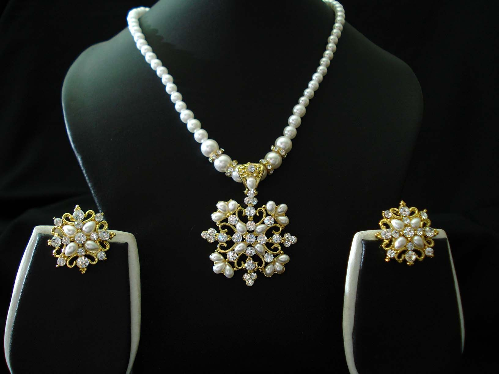Necklace Design Ideas on Pearls Jewelry Designs Pearls Jewelry ...