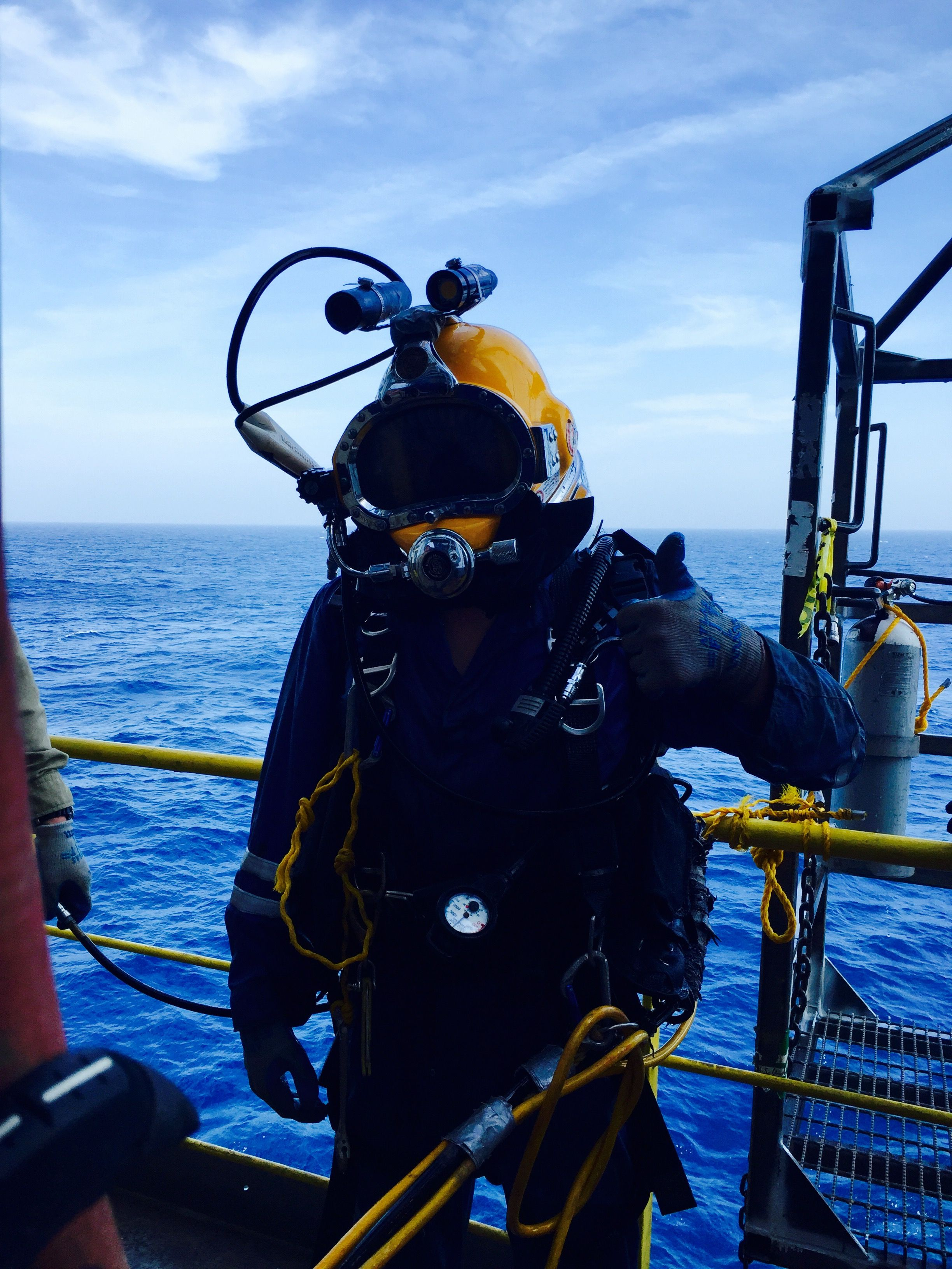 Offshore Commercial Diver : Offshore diving in the gulf of mexico sea