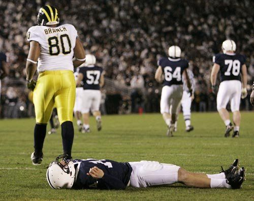 Michigan Football Alan Branch At Penn State And This Dude Got Knocked As Well Michigan Football Michigan Sports Michigan Go Blue