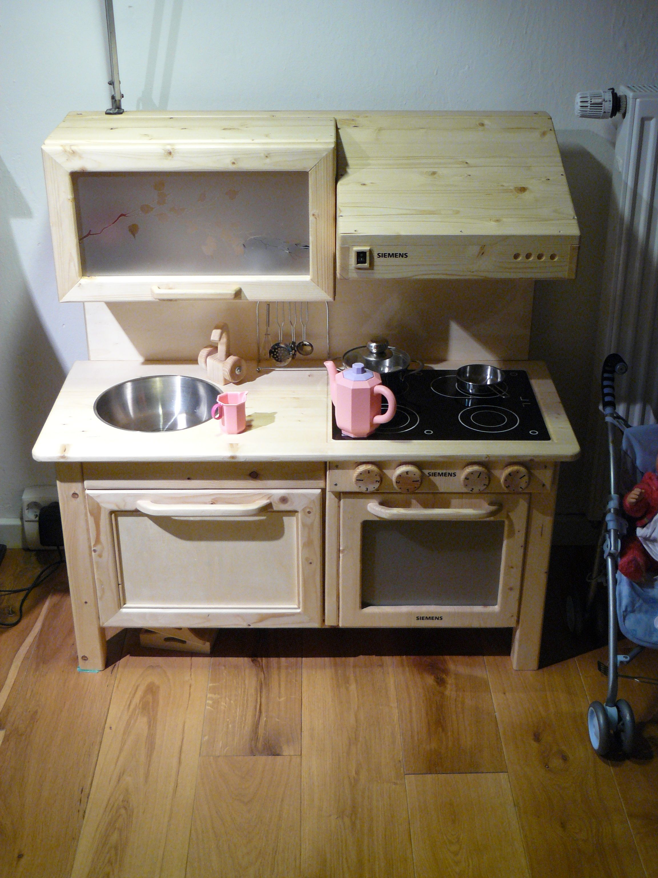 Selbstgebaute Kinderküche - Kiefer, Birkensperrholz, Acrylglas ...