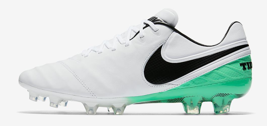huge selection of 2abf8 dae25 Botas de fútbol de Sergio Ramos Botas De Futbol Nike, Botines Futbol,  Zapatos De