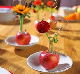 fruchtige tischdeko mit pfeln selber machen einschulung pinterest. Black Bedroom Furniture Sets. Home Design Ideas