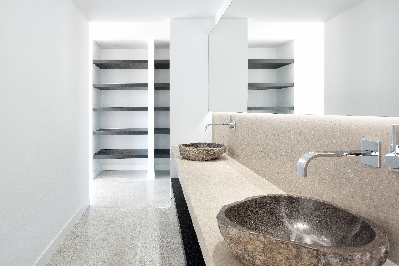 Minimalistic bathroom design: call it simple, call it basic, but do ...
