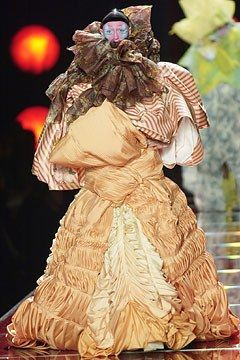 See the complete Christian Dior Spring 2003 Couture collection.