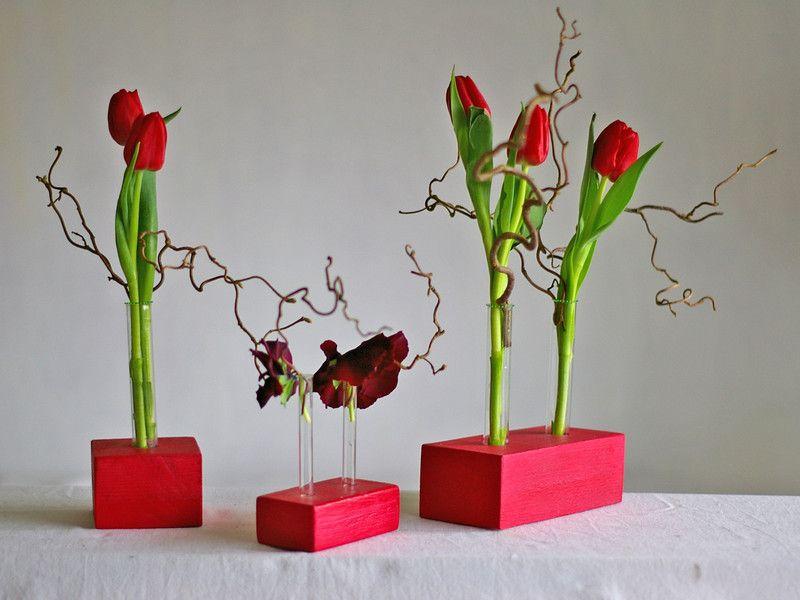 vasen blumenvase aus holz vase mit reagenzglas in rot ein designerst ck von schlueterhomedes. Black Bedroom Furniture Sets. Home Design Ideas