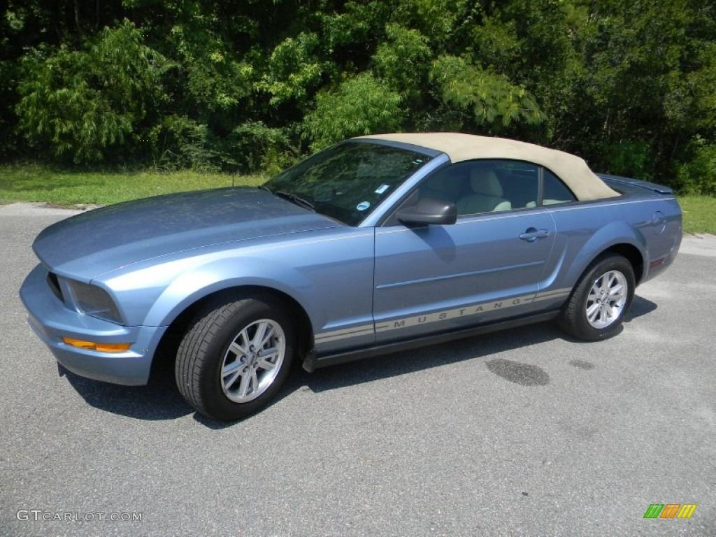 Look its my car 2007 ford mustang v6 deluxe convertible