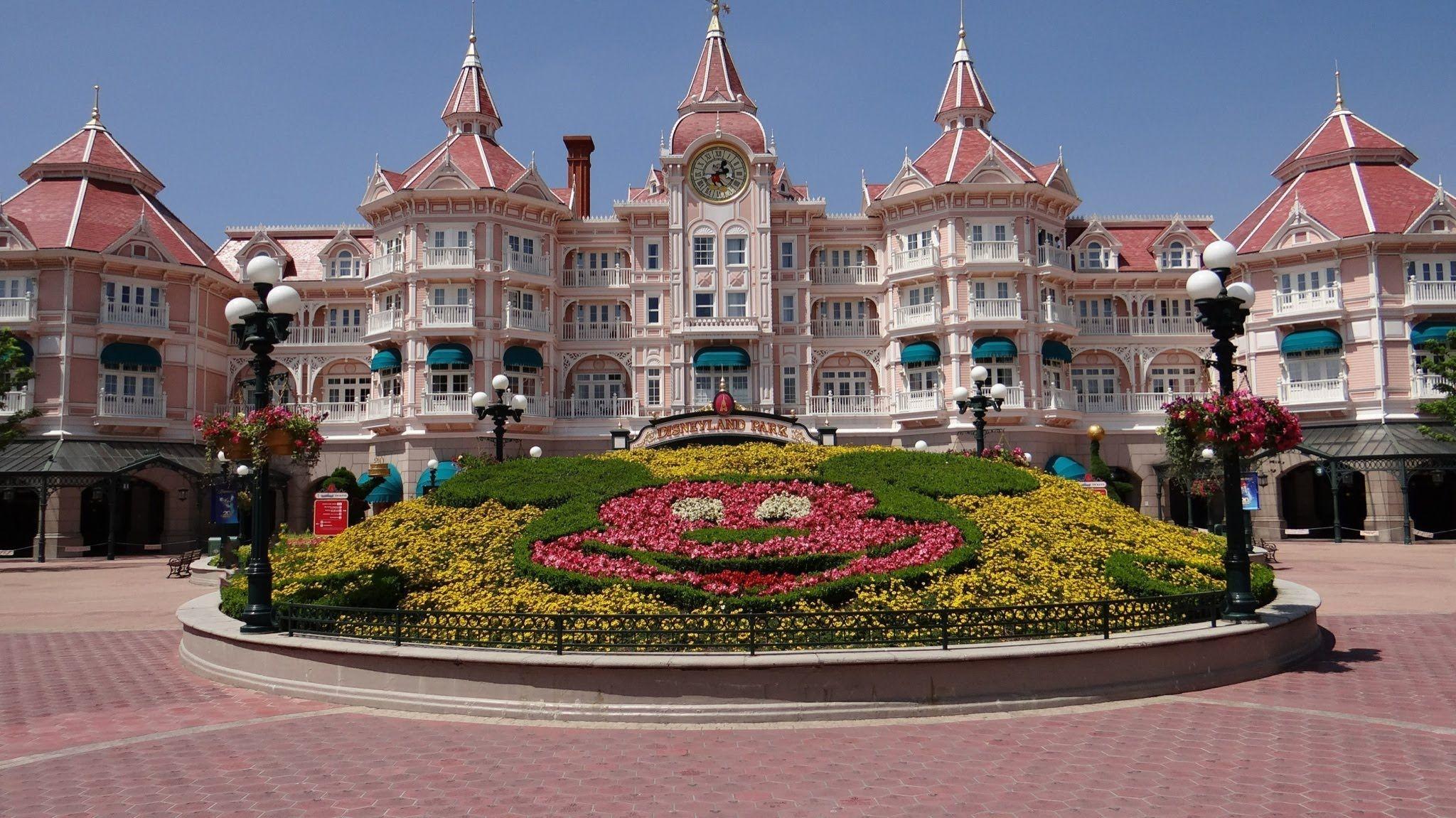 Disneyland Paris Disneyland Hotel Tour | Disneyland Parijs | Pinterest | Disneyland hotel ...
