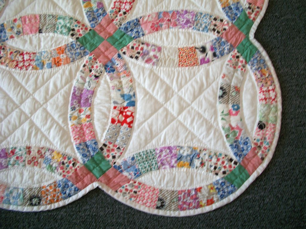 20th C Pennsylvania Double Wedding Ring Quilt Pastel Colors 1stdibs Com Double Wedding Ring Quilt Double Wedding Rings Wedding Ring Quilt