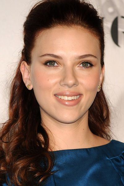 Celebrities With Brown Hair Youbeauty Celebrities With Brown Hair Brown Hair Colors Scarlett Johansson