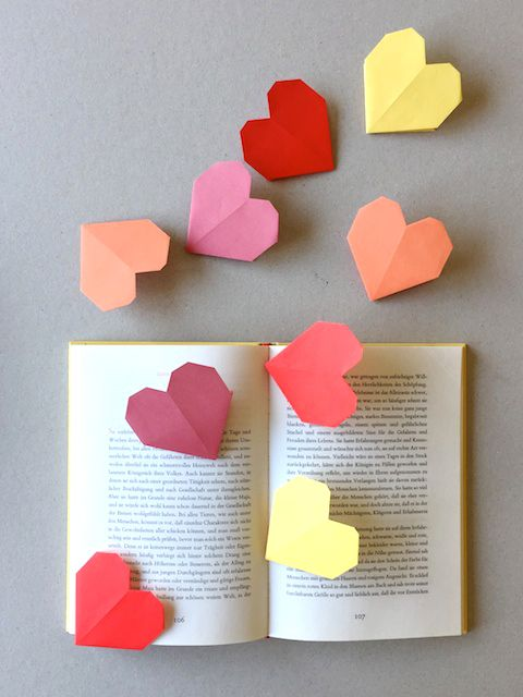 diy origami heart bookmarks via schaeresteipapier. Black Bedroom Furniture Sets. Home Design Ideas
