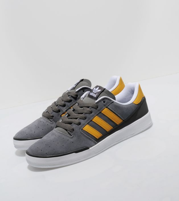 adidas originals pitch trainers