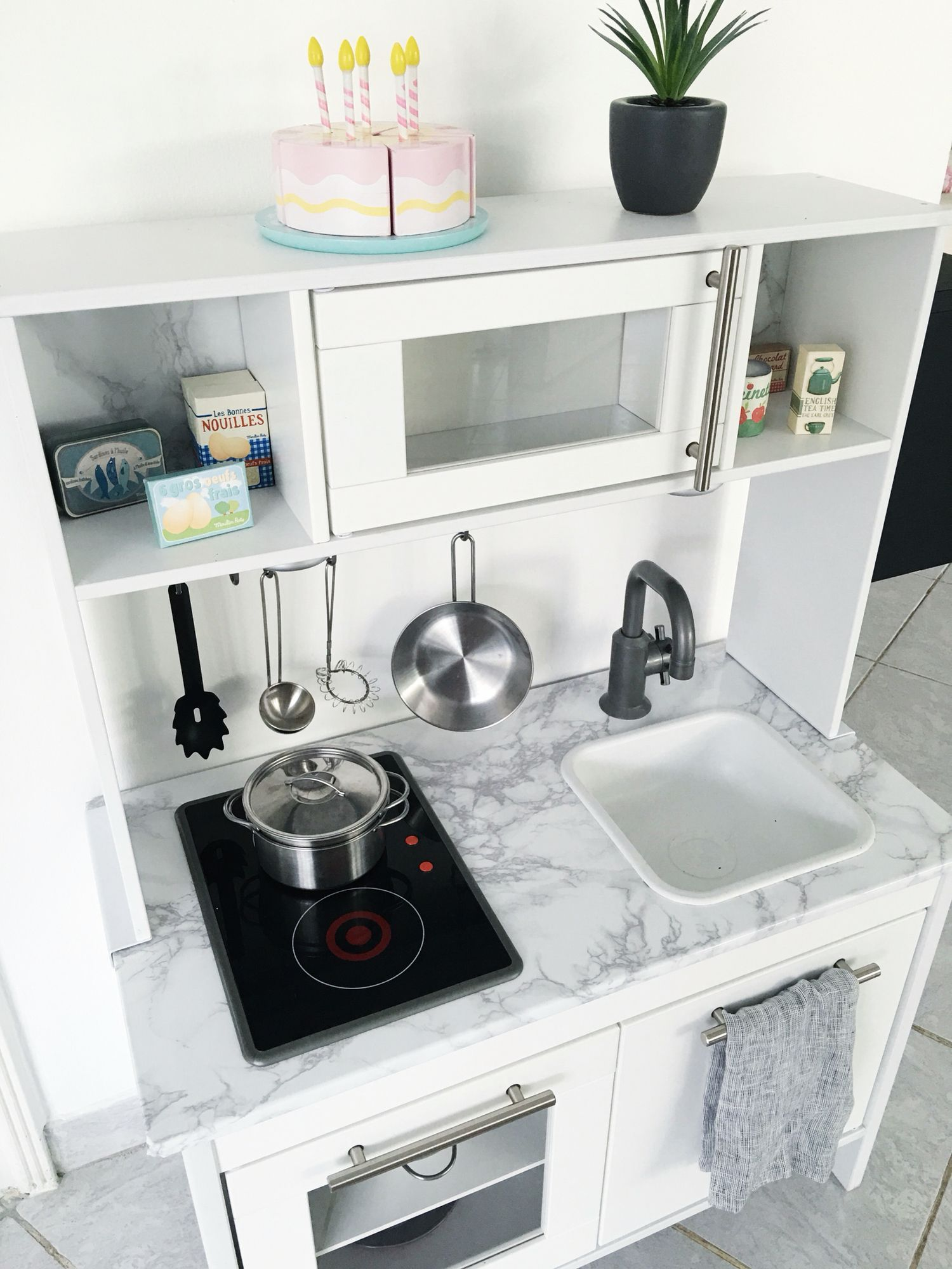 ikea hack duktig kitchen kids ikea duktig kitchen with duktig mini cuisine. Black Bedroom Furniture Sets. Home Design Ideas