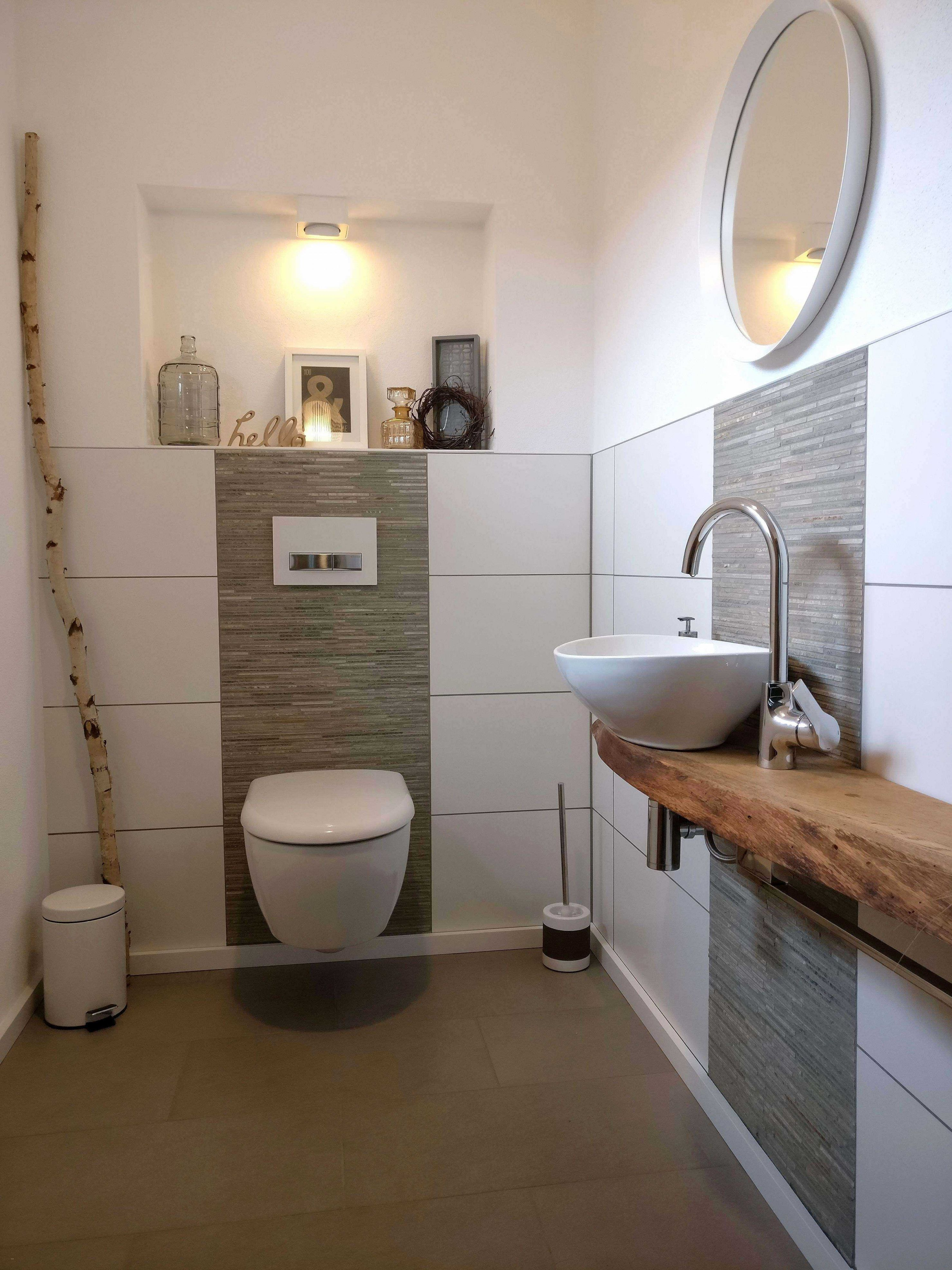 Kleine Gaste Wc Von Silke Auf Badezimmerideen In 2020 Badezimmer Fliesen Ideen Bilder