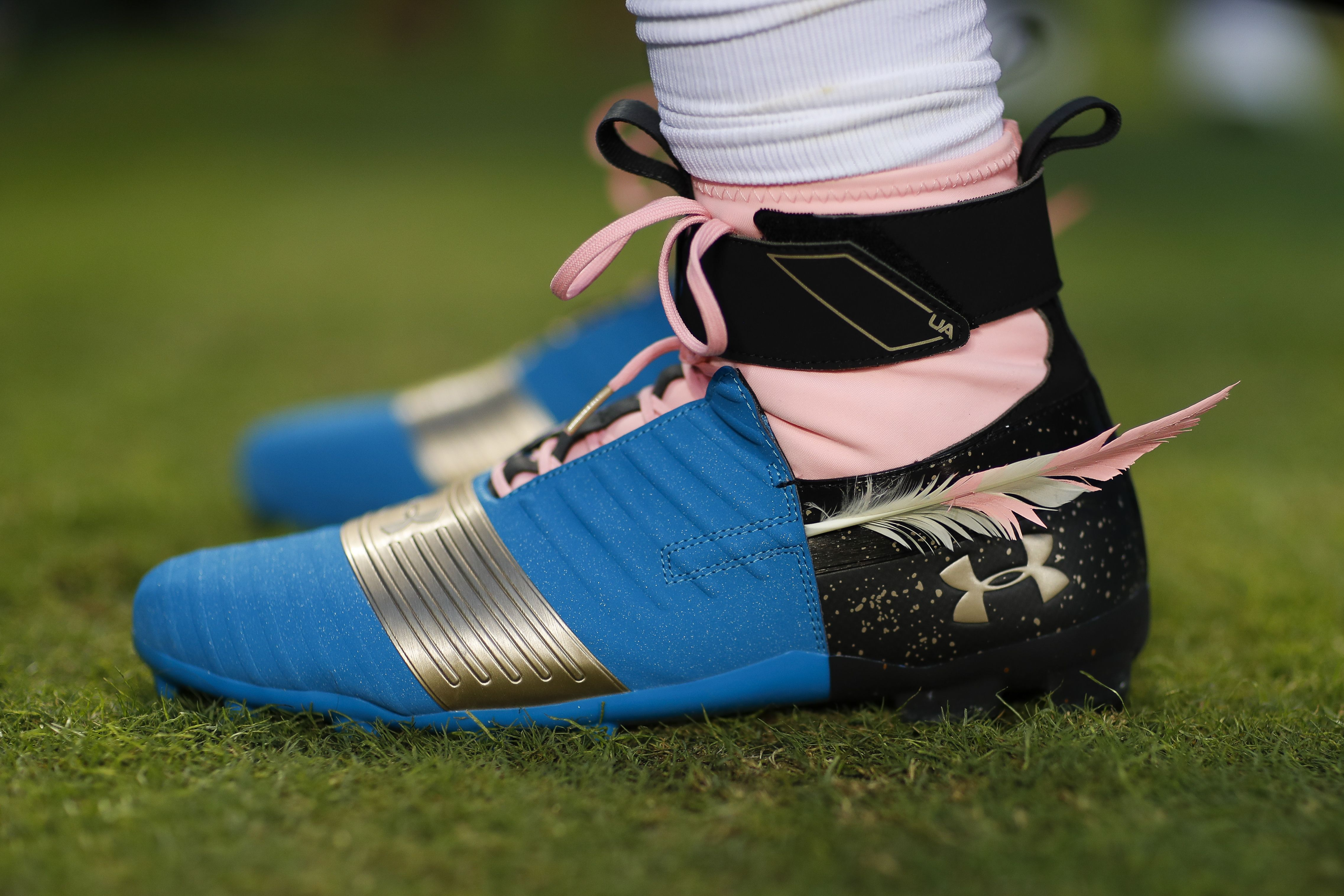 Forget about caps, Panthers QB Cam Newton starts a new trend: putting  feathers in