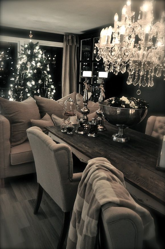 Wonderful Fireplaces In The Dining Room For Cozy And Warm: Wow! Great For Entertaining. Family Gatherings, Game Night
