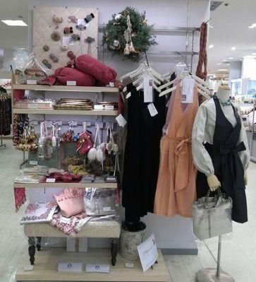 2013年11月20日から12月3日まで大阪高島屋6階にて 、Vermeer Passamaneriaの展示販売をさせて頂いています。クリスマスを意識した商品を展示していますので、お近くにお越しの際は是非お立ち寄り下さいませ。 http://blog.livedoor.jp/passamaneriavermeer/
