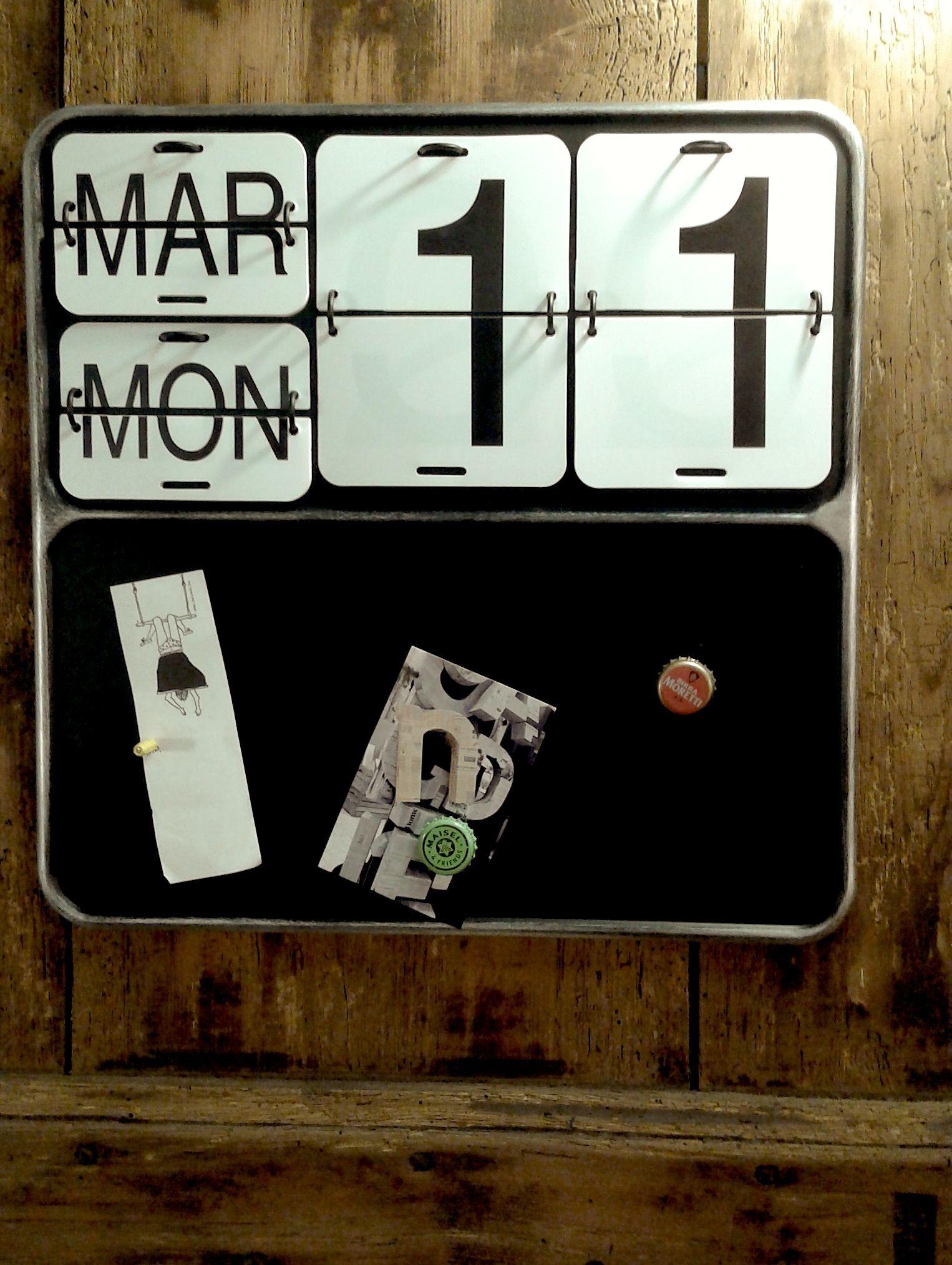 Calendario Perpetuo Da Parete.Calendario Da Parete Cm 40x40 Con Lavagna Magnetica