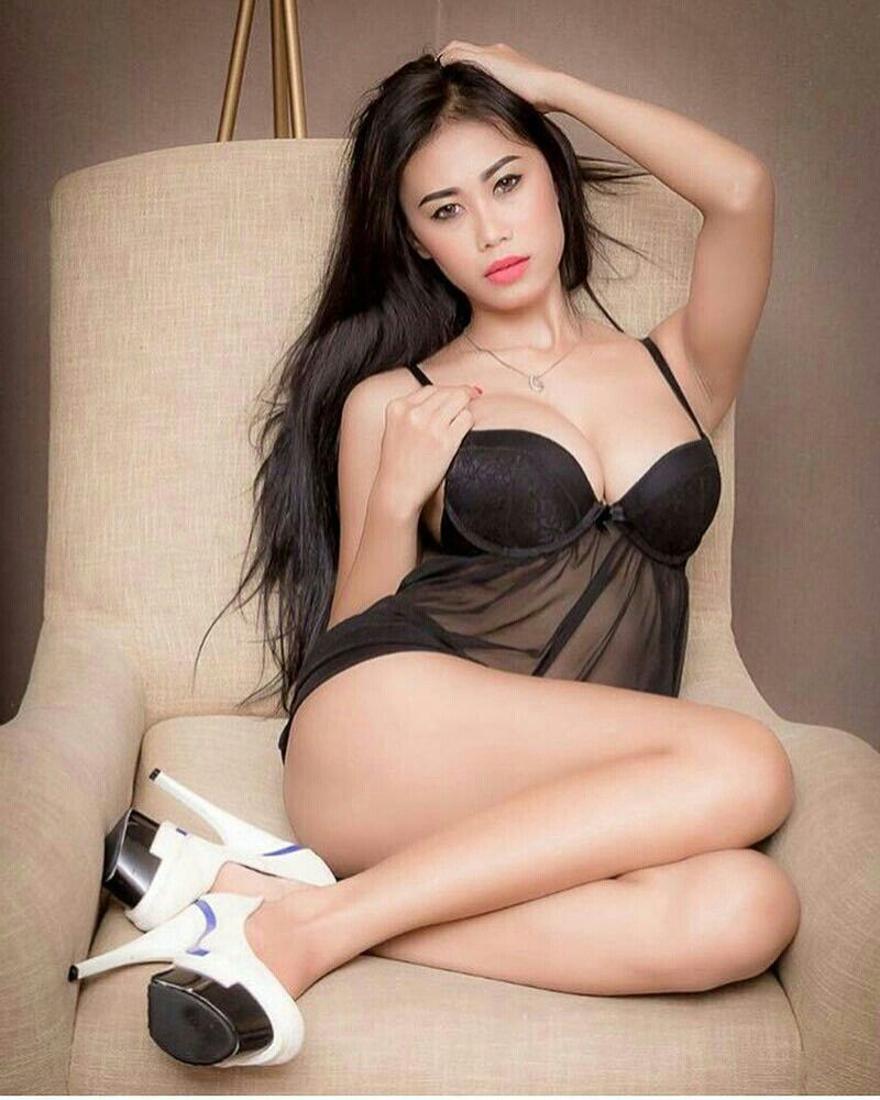 Indonesian girl nude photoshoot