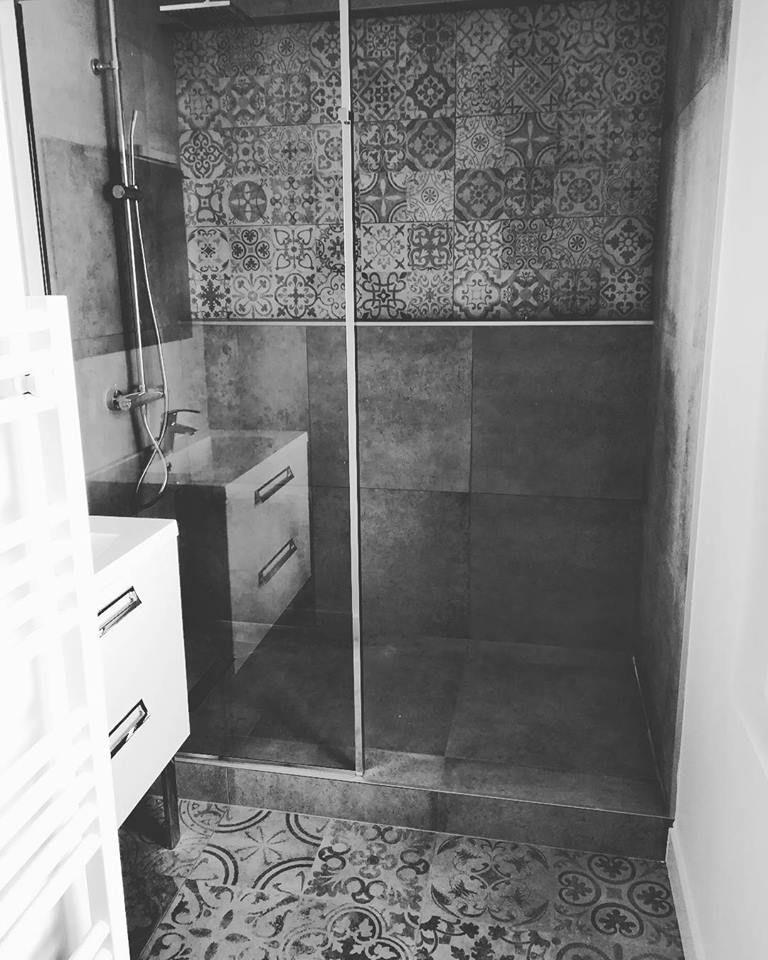 Salle De Bain Carreau De Ciment Diy Bathroom Decor Bathrooms Remodel Bathroom Remodel Designs