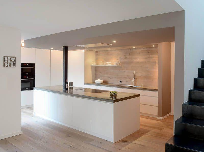 Innenarchitektur // Innenausbau - Küche Fronten weiß, Rückwand + ...