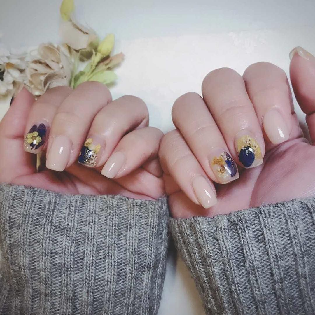 Dry Flower Nails Are the Prettiest Korean Nail Trend Right NowThe ...
