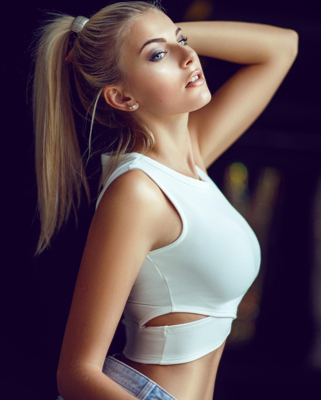 Украинка с роскошной киской фото 344-478