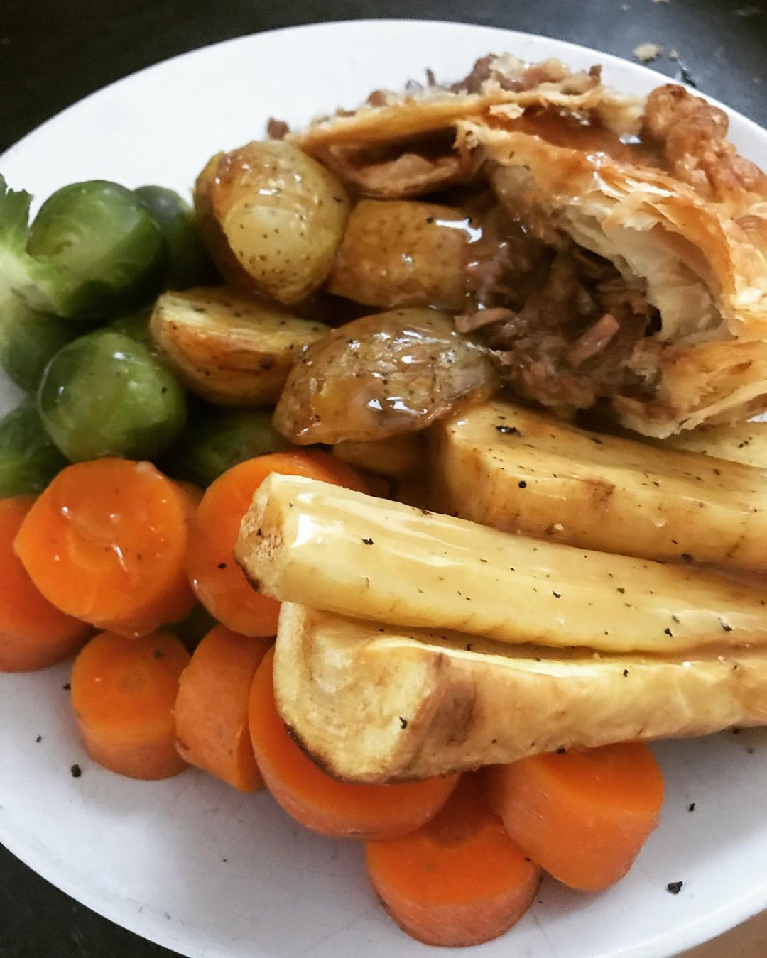 Back home from holiday and craving some pie! Pulled jackfruit, onion and gravy pie with some lovely...