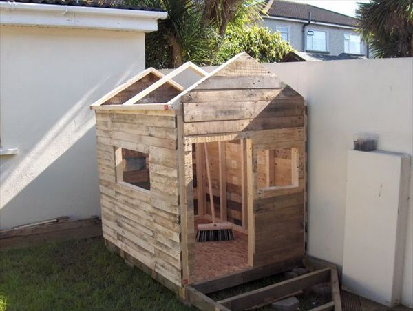 Maybe With A Flat Roof Pallet Playhouse Play Houses Build A