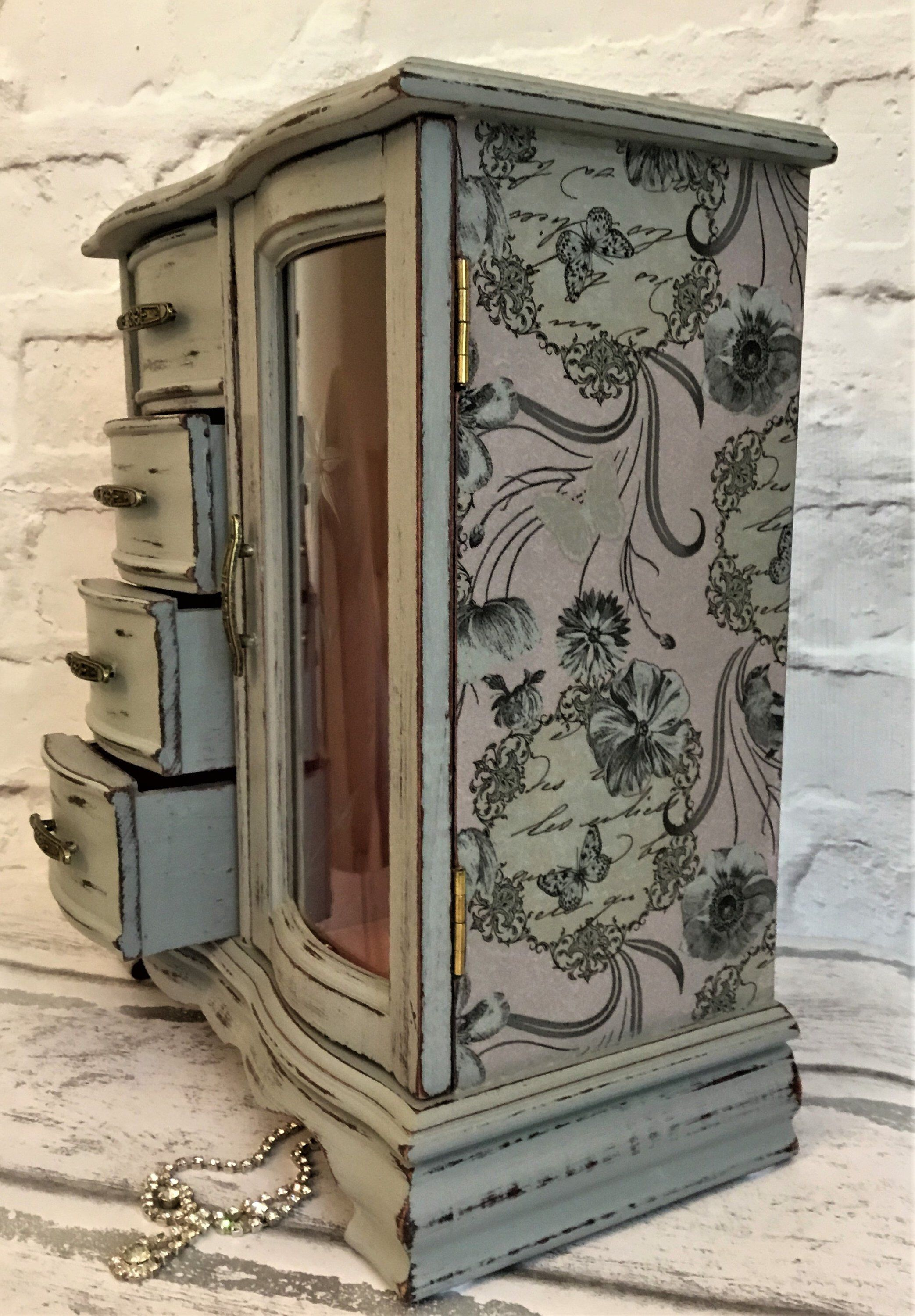Love The Etched Glass Detail On The Door Of This Jewellery Box... Just