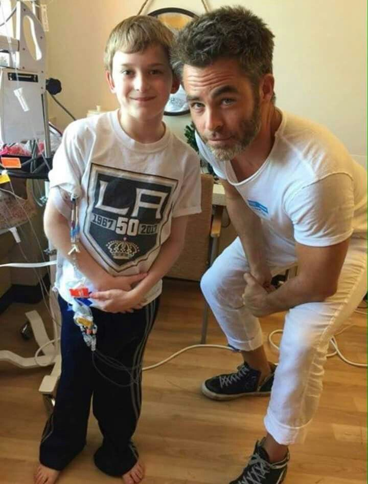 Chris Pine At Childrens Hospital In La Amazing Kindness Chris