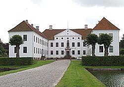 Clausholm Slot Jylland - Der er fundet spor af Clausholm tilbage fra 1100-tallet, men det nuværende slot blev opført af storkansler grev Conrad Reventlow i 1690'erne med Ernst Brandenburger som bygmester.  Det var dog mest Conrad Reventlows datter Anna Sophie Reventlow, der gjorde stedet kendt. Hun blev nemlig bortført af en forelsket kong Frederik 4.som giftede sig med hende.