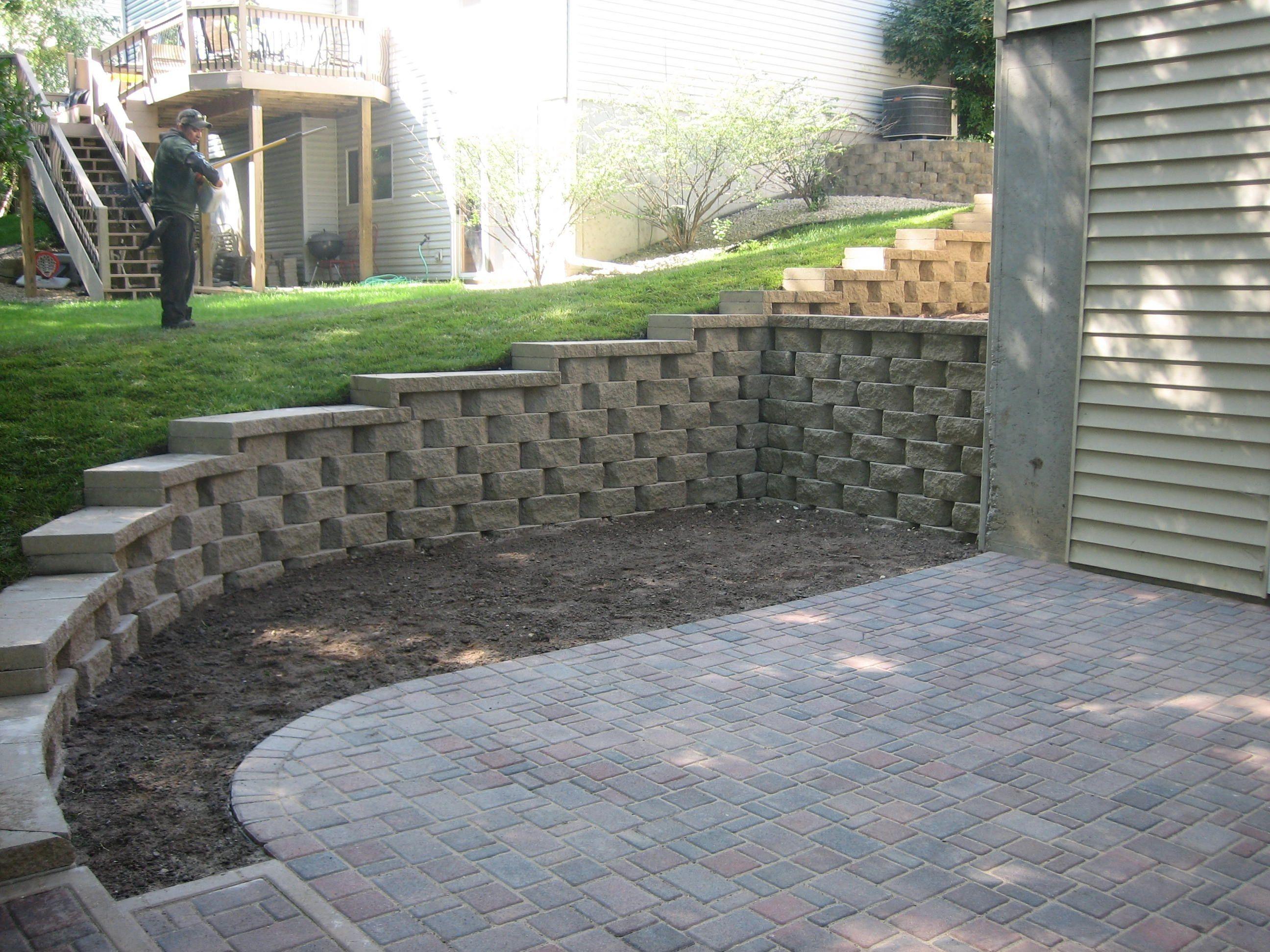 Pin By Marisa Bruce On Patio Ideas Backyard Retaining Walls Landscaping Retaining Walls Retaining Wall Patio