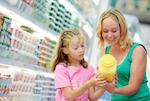 De acuerdo con cifras de Price Waterhouse Coopers los niños influyen en el 60 por ciento de las compras familiares, principalmente en las categorías de tecnología y productos de consumo.