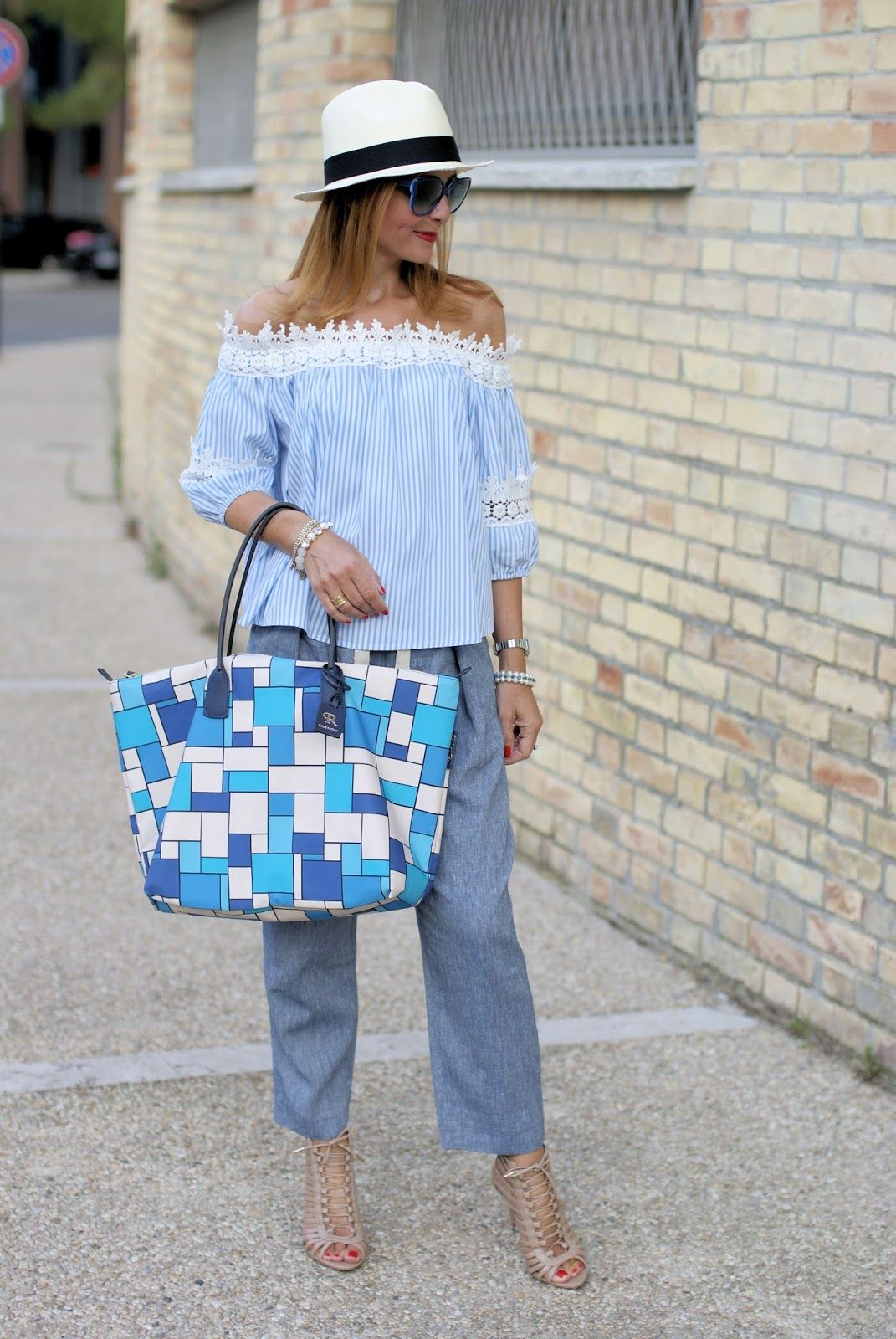 Summer chic outfit with off the shoulder top and Roberta Pieri Robertina XL bag