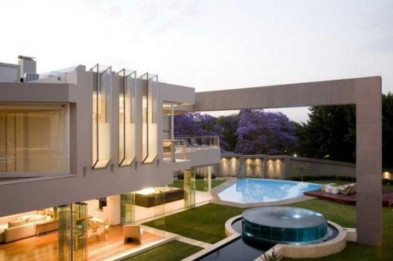 Glass homes modern open plan glass house design in for Pool design johannesburg