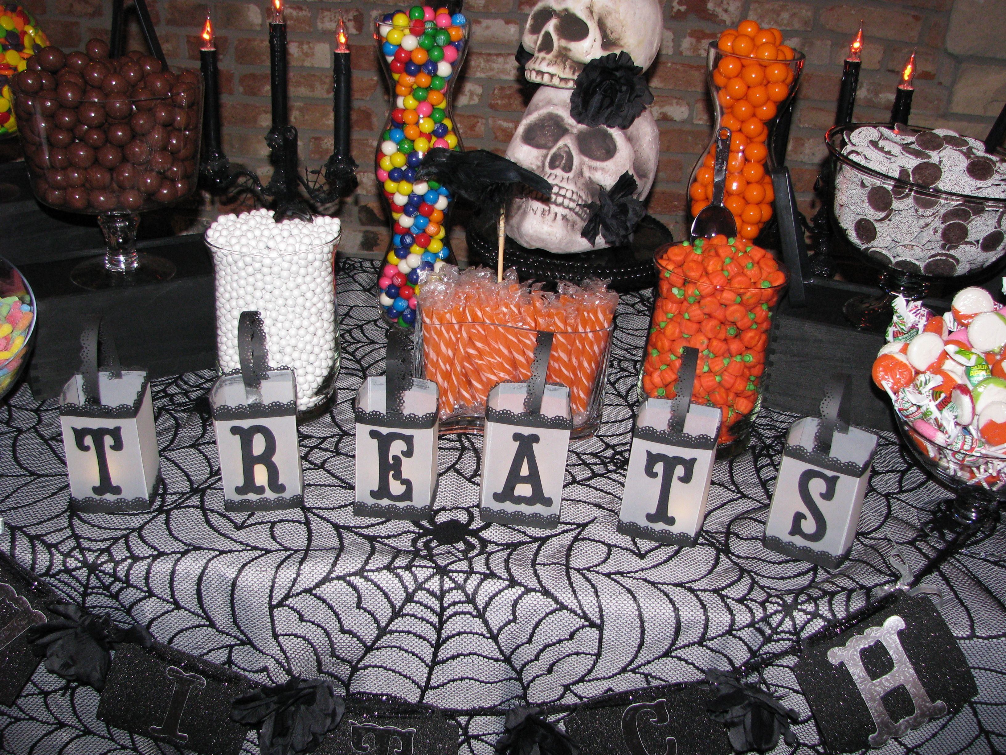 Halloween buffet table - Halloween Candy Buffet