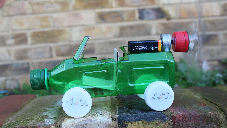 Carro Feito Com Garrafa Pet >> Aprenda como fazer um carrinho eléctrico usando uma garrafa pet. Eu usei um motor de um DVD ...