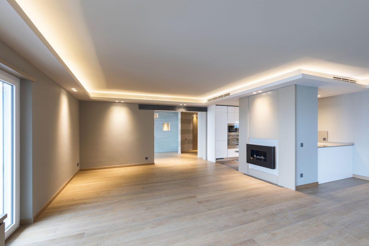 Sie Traumen Schon Lange Von Einer Abgehangten Decke Mit Indirekter Beleuchtung Oder Modernen Einbaustr Indirekte Beleuchtung Beleuchtung Beleuchtung Wohnzimmer