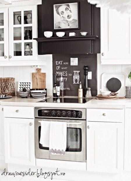Zdjecie Czarny Okap W Bialej Kuchni Skandynawskiej Kitchen Cabinets White Living Kitchen