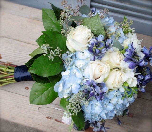 Wedding Blues! 10 Beautiful Bouquets in Blue - Dreamwedding